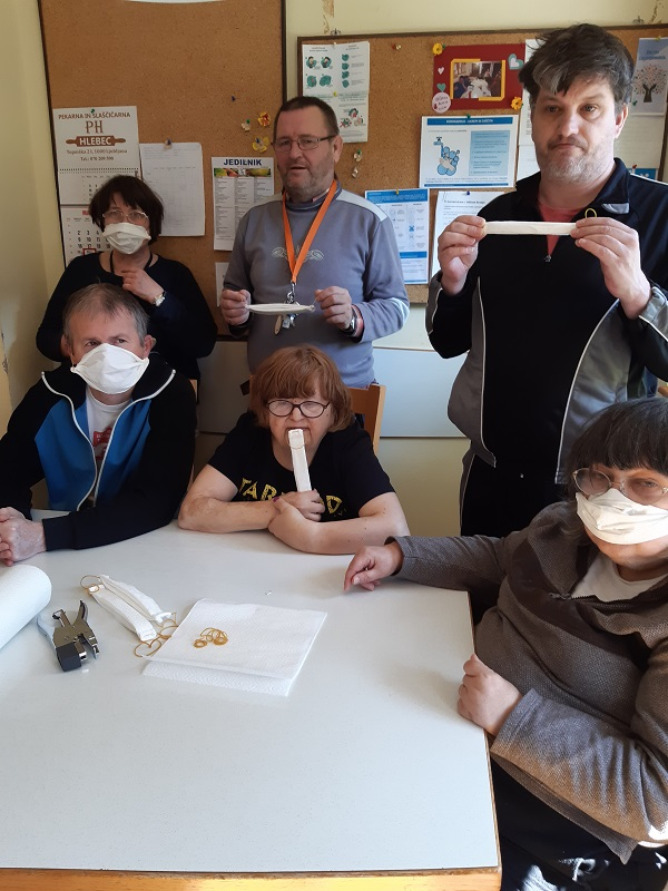 izdelava zaščitne maske iz pap. brisačke (5)